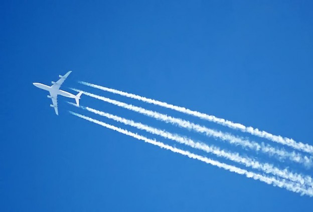 Contrails on Jet